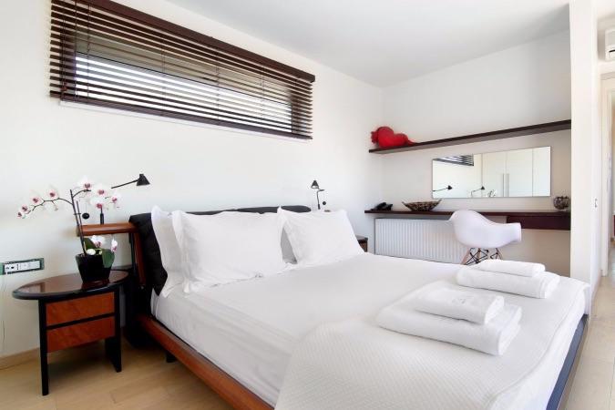 26-bedroom-1b-1350x900