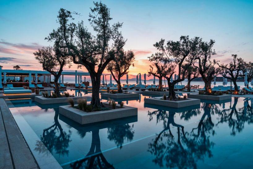 four-seasons-astir-palace-hotel-athens-pool-3-1-818x546